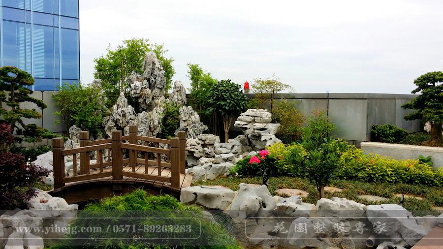 蓝色钱江屋顶假山水溪景观设计|私家屋顶花园景观设计|露台花园景观绿化施工