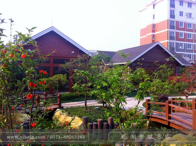 尊皇国际酒店屋顶花园|顶楼花园景观绿化|露台花园景观设计|屋顶木平台景观施工